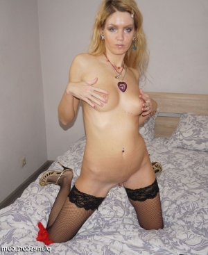 Ghylaine escorte girl fille libertine